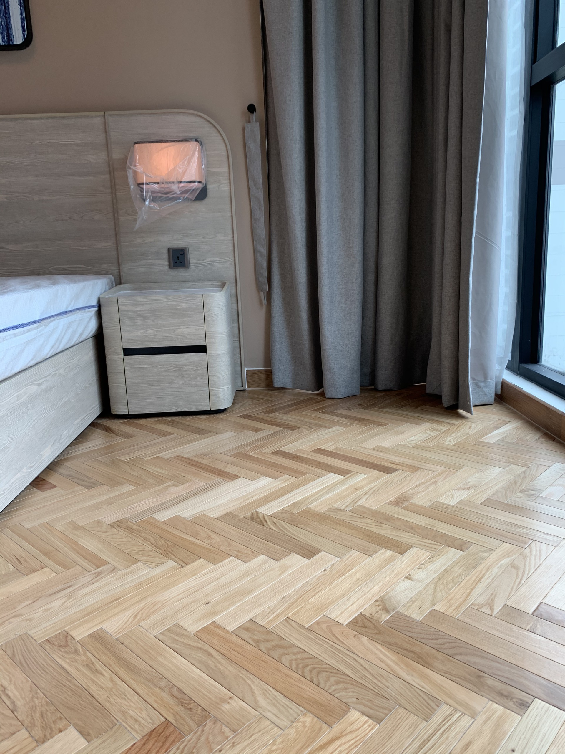 Sử dụng gỗ thông lót sàn nhà có tốt không?