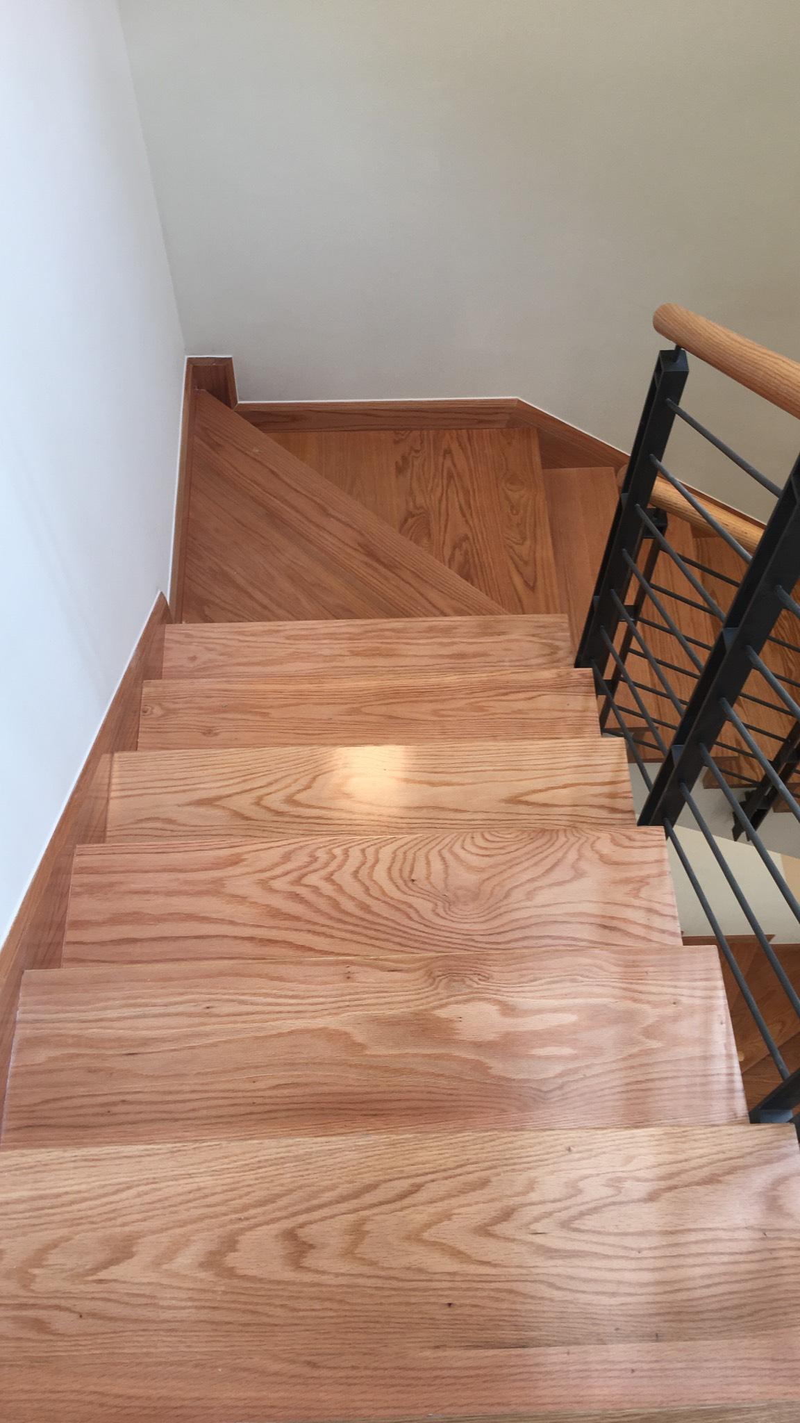 Cầu thang gỗ sồi - Hotline: 0979 777 677