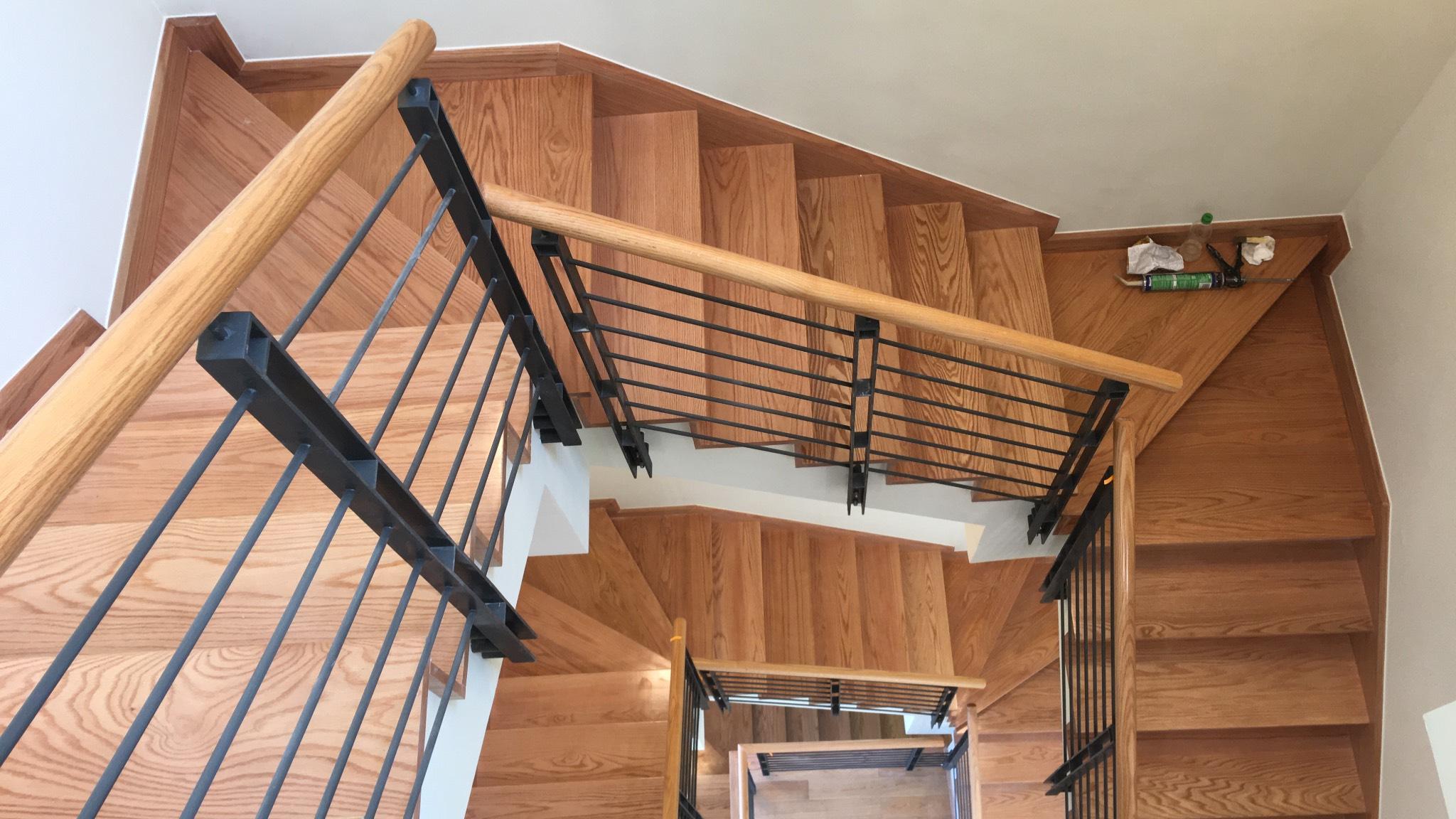 Cầu thang gỗ sồi mới nhất 2021